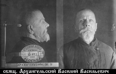 """""""Плохо, что некоторые дома, наслушавшись большевиков, отказались от           икон, их за это постигнет Божья кара""""."""